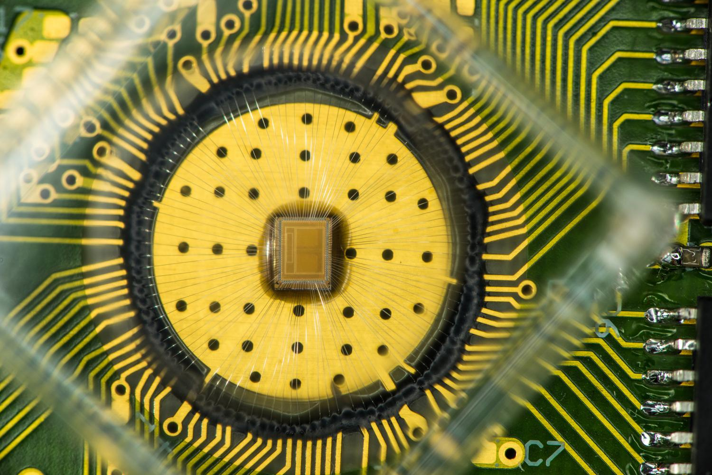 Chip multi-bit PCM de IBM Research.