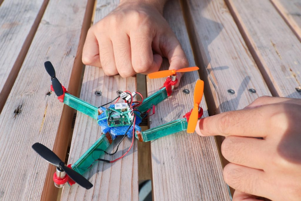 El dron que puede ser rígido o flexible según las circunstancias © Alain Herzog / 2018 EPFL