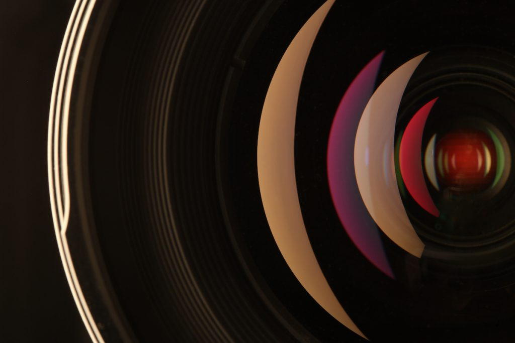 Diseño de materiales ópticos por software