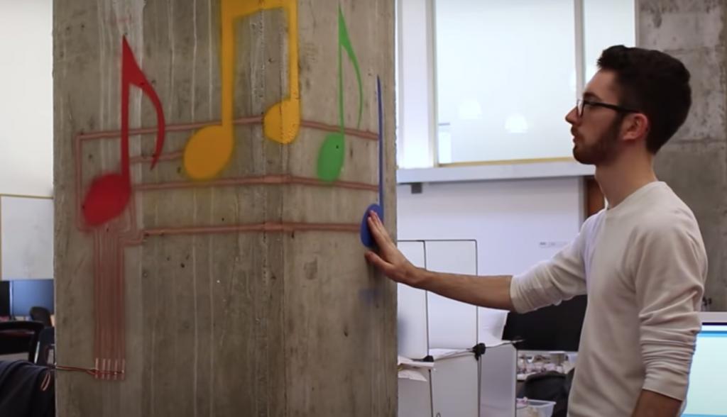 Paredes interactivas aplicando un spray - MIT