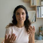 Auriculares para oír la lengua de signos en un smartphone